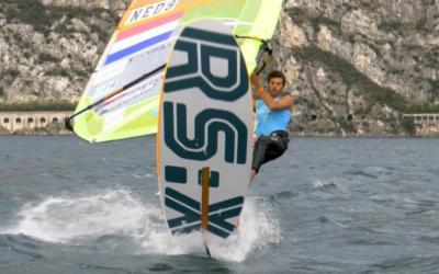 Kiran Badloe en Lilian de Geus stijgen naar eerste plek op WK windsurfen, Van Rijsselberghe derde